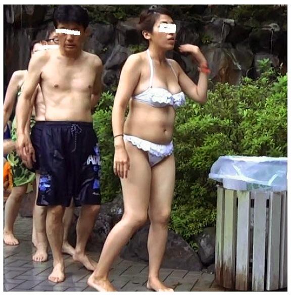 【個人撮影+盗撮】盗撮が趣味のふらPさんが海水浴場やプールでビキニの人妻を追跡してお尻やボインを狙い撃ちです『リクエスト【FHD】人妻さんのビキニ13』【Gcolleジーコレ】