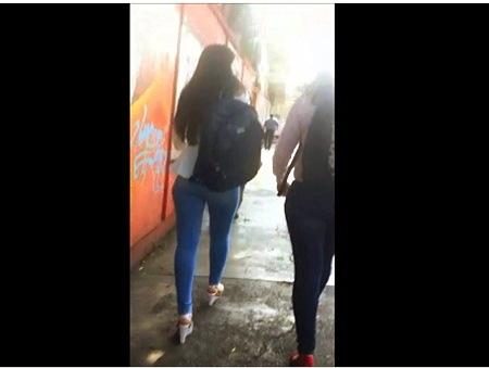 【街撮り】これはエロいぴったりしたデニムのジーンズのセクシーお姉さん!