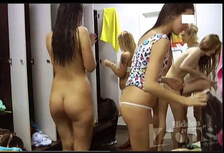 【個人撮影】更衣室・JDたちが賑やかにロッカールームで裸です!