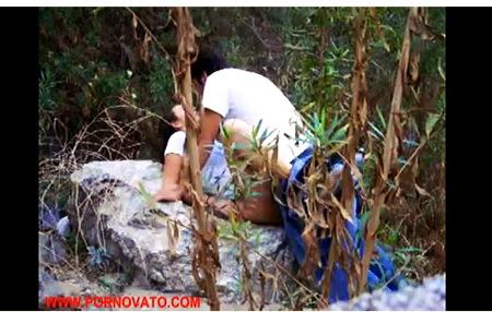 【個人撮影】青姦・これは生々しい岩の上でセックスしてるドスケベなバカップル!