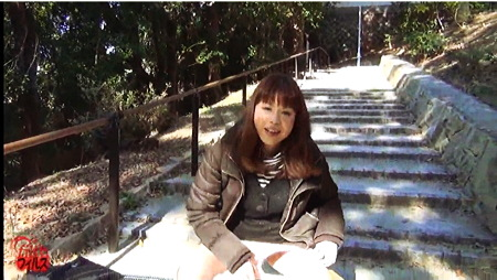 【個人撮影】おしっこ・屋外で野良ションをする美人です!