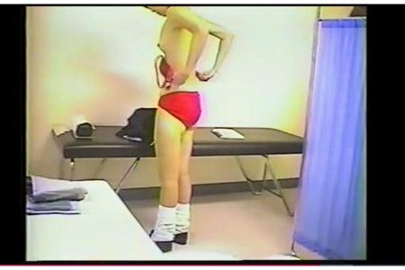 【個人撮影】病院・アウロリJKの下着が真っ赤でした!