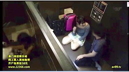 【盗撮動画】個人撮影・盗撮・とてもエロいメディアカフェで隣室にバレないようにセックス!