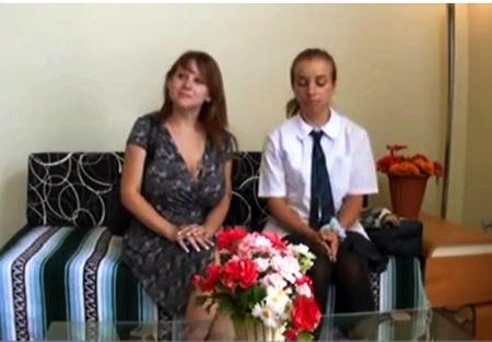 【個人撮影】マッサージ・ママと整骨院に来た外国人のアウロリJK!ドスケベなマッサージでイキまくりです!