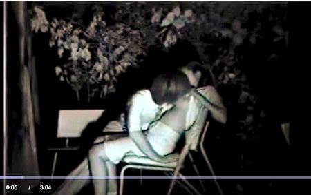 【盗撮動画】青姦・真っ暗なベンチでオッパイを吸ってます。