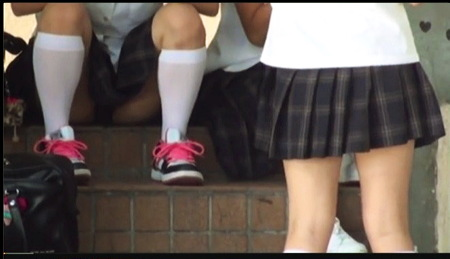 【個人撮影】パンチラ・学校の放課後!ロリータJKの生々しい太ももを逆さ撮り。