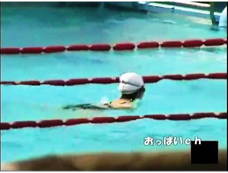 【盗撮動画】おしっこ・市民プールの公衆便所をカメラ小僧が本物盗撮!