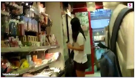 【個人撮影】パンチラ・ショッピングしてるロリータすぎる美人!