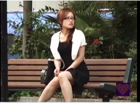 【盗撮動画】オナニー・鮎川なお。とてもエロい真面目そうなのにオマンコは淫乱です!