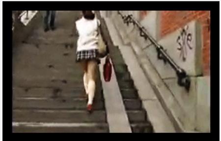 【個人撮影】パンチラ・ミニスカートのプリンプリンした女子◯生!階段で逆さ撮り。