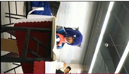 【盗撮動画】アニコス・とてもエロい青色のウィッグの美人コスプレイヤーを追跡して逆さ撮り!