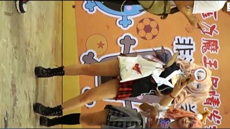【盗撮動画】アニコス・とてもエロいピンクのツインテールの美少女コスプレイヤーを追跡してパンチラ狙い撃ちです!
