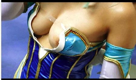 【盗撮動画】アニコス・これは激写すぎます!コミケで乳首ポロリしていた本物素人コスプレイヤー!