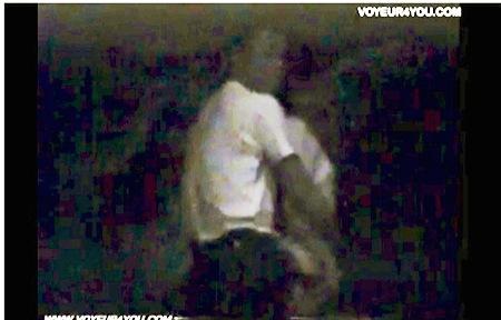 【盗撮動画】青姦・なんと卑猥な良く見るとチンポコを入れていた会社員バカップル!