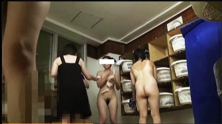 【盗撮動画】風呂・本当にリアルな温泉で裸になっている美人です!