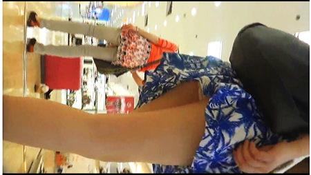 【盗撮動画】パンチラ・とてもエロいミニスカートのセクシーな中国人お姉さんです!スタイルが良すぎます。
