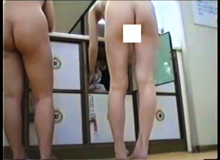 【盗撮動画】風呂・とてもエロいオマンコが見えている素人お姉さん!