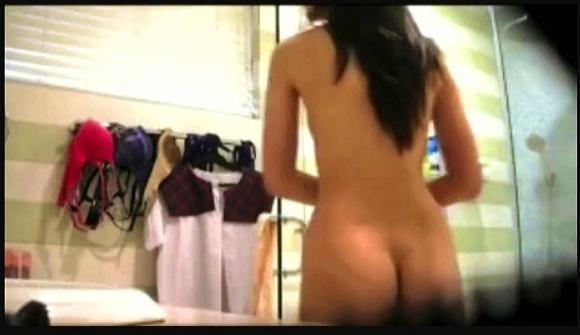 【風呂+民家盗撮+個人撮影】裸足の親友のジュリア・バレットさんの室内の日常を隠し撮りです『JULIA BARETTO BEST FRIEND BOSO』【ポーランド人+外国人】