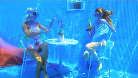 『水中ハウスに24時間住む!』【ビキニギャル+水着+DIY+鮫】