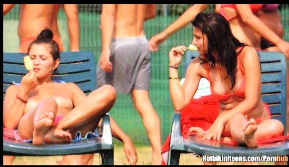 セクシーなビキニの可愛いロリータ美少女です。盗撮カメラマンがドアップで股間を狙い撃ちです