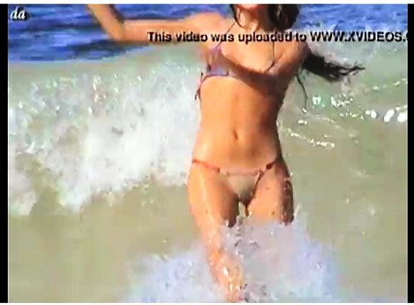 『女の子を隠し撮り-マイクロビキニを個人撮影-ビーチ盗撮』