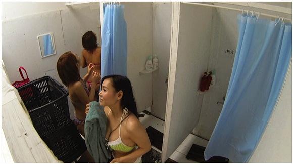 着替え、更衣室。激写!真夏の海の家 更衣室盗撮映像
