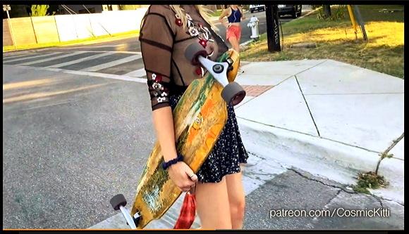 【露出】ほとんど着てないと同じようなスケスケの服で街の中を散歩しています『スケスケの上着のセクシーお姉さんが丸見えです』他【動画+Cosmic Kitti】