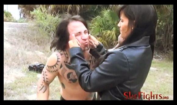 【M格闘】『裸の拳で歯が折れました-残酷なミカエラの致命的で危険なキック』他