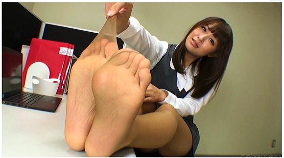 【足裏】『ビーチサンダルの汚れた黒くなった靴底』他【動画】