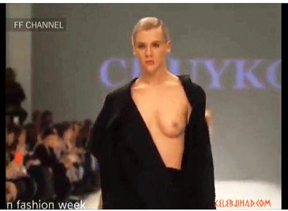 胸チラ+ポロリ+ファッションショー