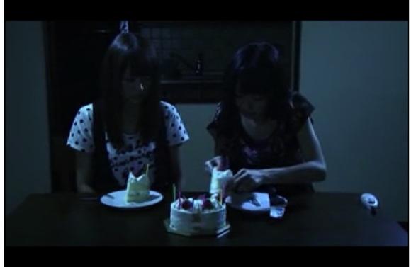 [盗撮]サスペンス映画で不気味なレズビアンがケーキ食ってます!フェチなセクシー!