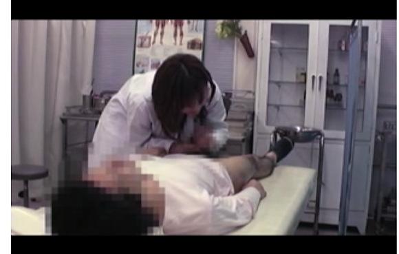 [盗撮]発情した淫乱な女医!フェラチオはチンポコに良いわよ!