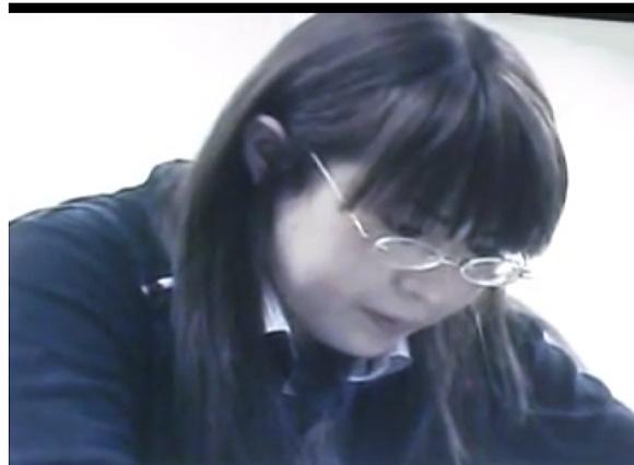 [盗撮]図書館にいた女!メガネのガリ勉ギャルもウンコは臭い!便所盗撮動画です!