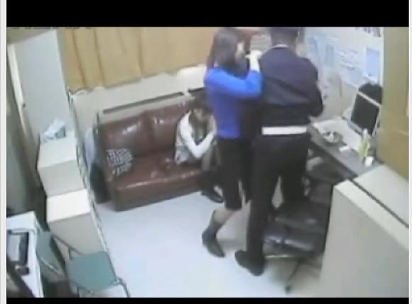 [盗撮]隠しカメラ日本人!親子の万引きを捕まえたスーパー店長!万引き盗撮動画です![無修正]