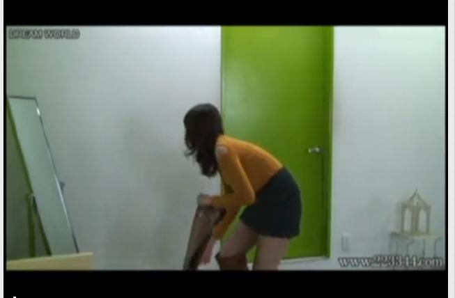 [盗撮]隠しカメラ日本人10代!若い美人が服を脱いで裸に!更衣室盗撮動画です!