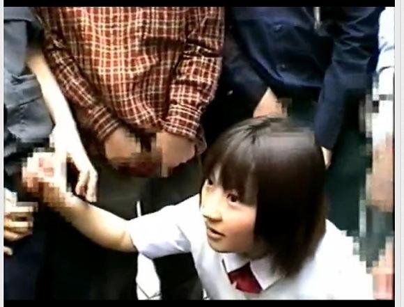 [盗撮]ぶっかけ日本人!駅前でたくさんの人にザーメンをかけられる!露出盗撮動画です!