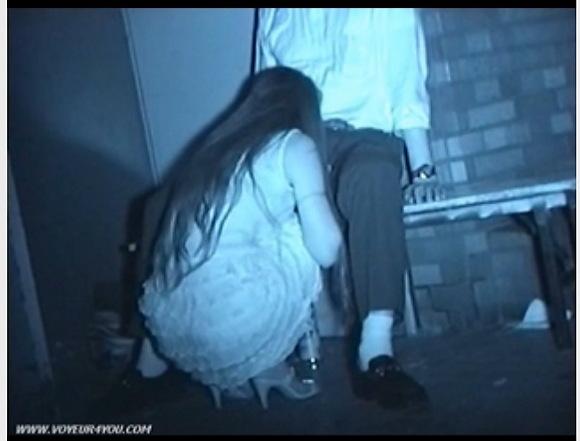 [盗撮]長い髪の毛の巨乳ギャル!泥酔してフェラチオ!公園盗撮動画です![無修正]