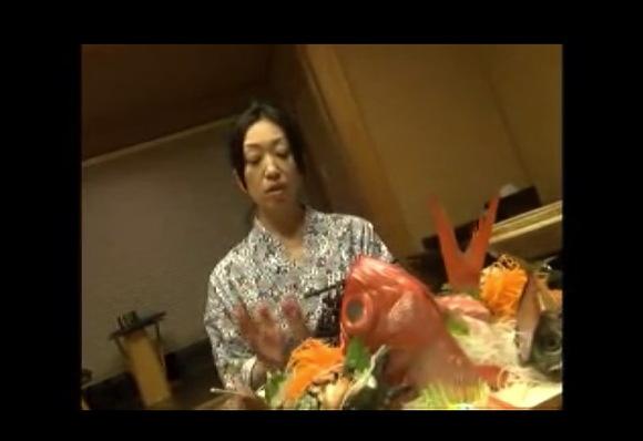 [盗撮]美津子さんと金目鯛の高価な旅館の料理についてのビデオです!セックス盗撮動画です!