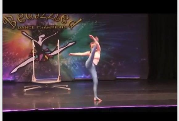 [盗撮]すごいダンスです!淫乱すぎるエロダンスを踊ったわ!アスリート盗撮動画です!
