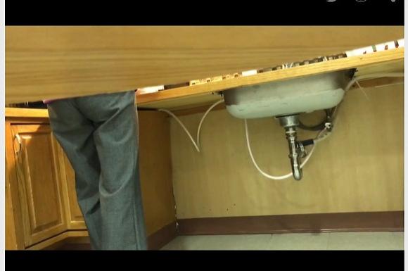 [盗撮]トイレで手を洗っている熟女を隠し撮り!本物盗撮です!便所盗撮動画です!