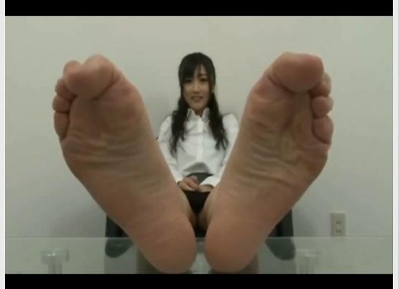[盗撮]真面目そうなお姉さんが足の裏を見せた!変わったフェチなのよ!足フェチ動画です!