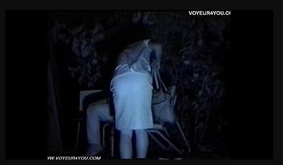 【青姦】深夜の公園に来た男女はベンチで、フェラチオとファックをします!【無修正】