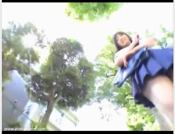 【パンチラ】可愛い制服娘たちはのりのりで楽しそうな日常!ミニスカートからパンツが見えてますよ!【無修正】