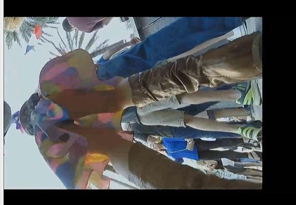 【パンチラ】セクシー巨乳ギャルは派手なミニスカート!道路でパンツを覗きました!