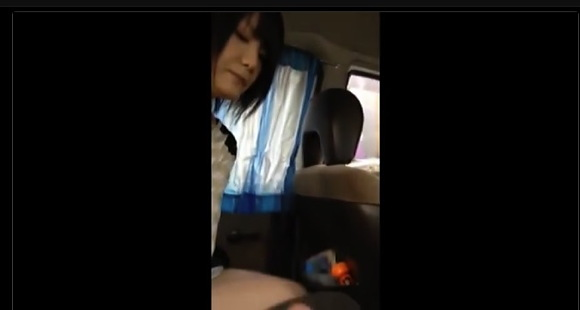 【カーセックス】知り合いの19歳女友達を車に連れ込んでチンチンしゃぶらせた!【無修正】