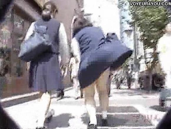 【パンチラ】強風でアクシデント!きゃー、パンツが!!