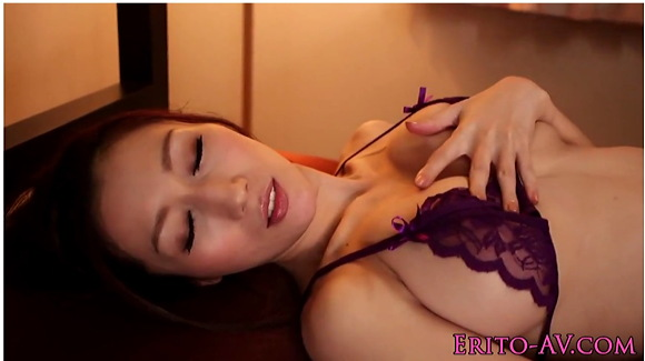 【JULIA】爆乳オッパイの女優はすけすけの下着姿!マスターベーションしてからファック!!