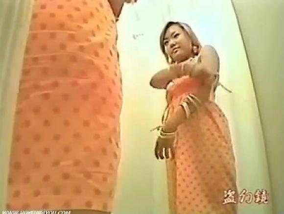【着替え】ムチムチしたよく肥えた関西美乳ギャル!フィッティングルームで下着を試しています!