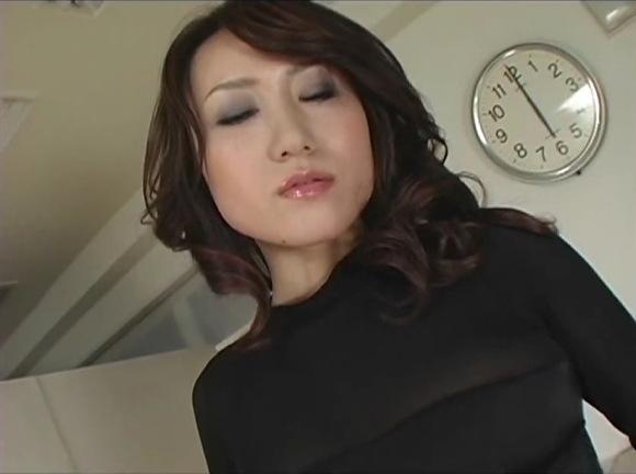 【フェチ】黒いパンティストッキングの美人です!セクシー奥さんはクネクネとエロい!