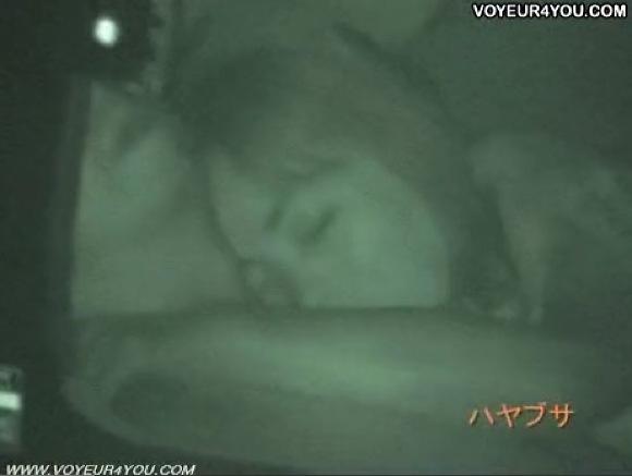 【カーセックス】車の中はラブホテル状態!彼氏のおチンチンをフェラチオするわ!